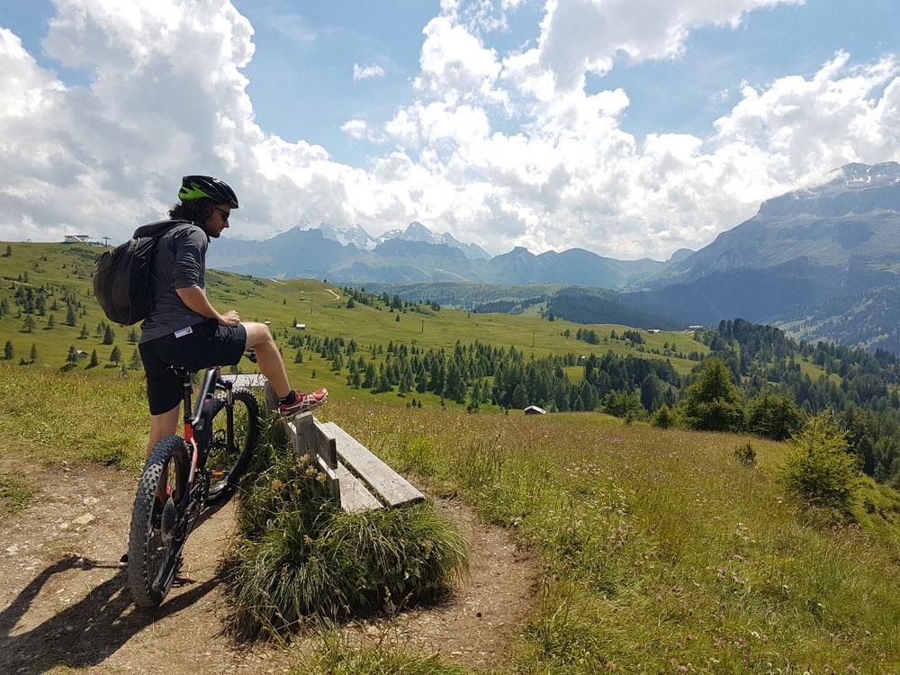 pyöretken maisemia Dolomiiteilla