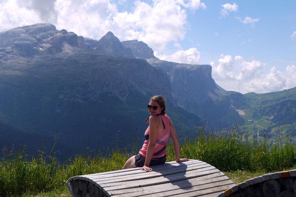 auringonottoa pyöräretkellä Dolomiiteilla