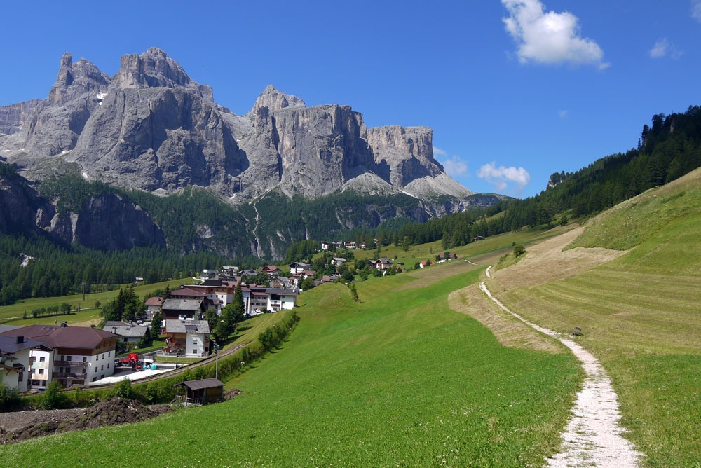Colfoscon kylä Dolomiiteilla