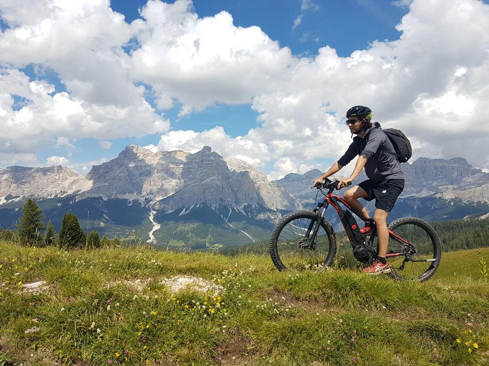 Pyöräilyä Dolomiiteilla