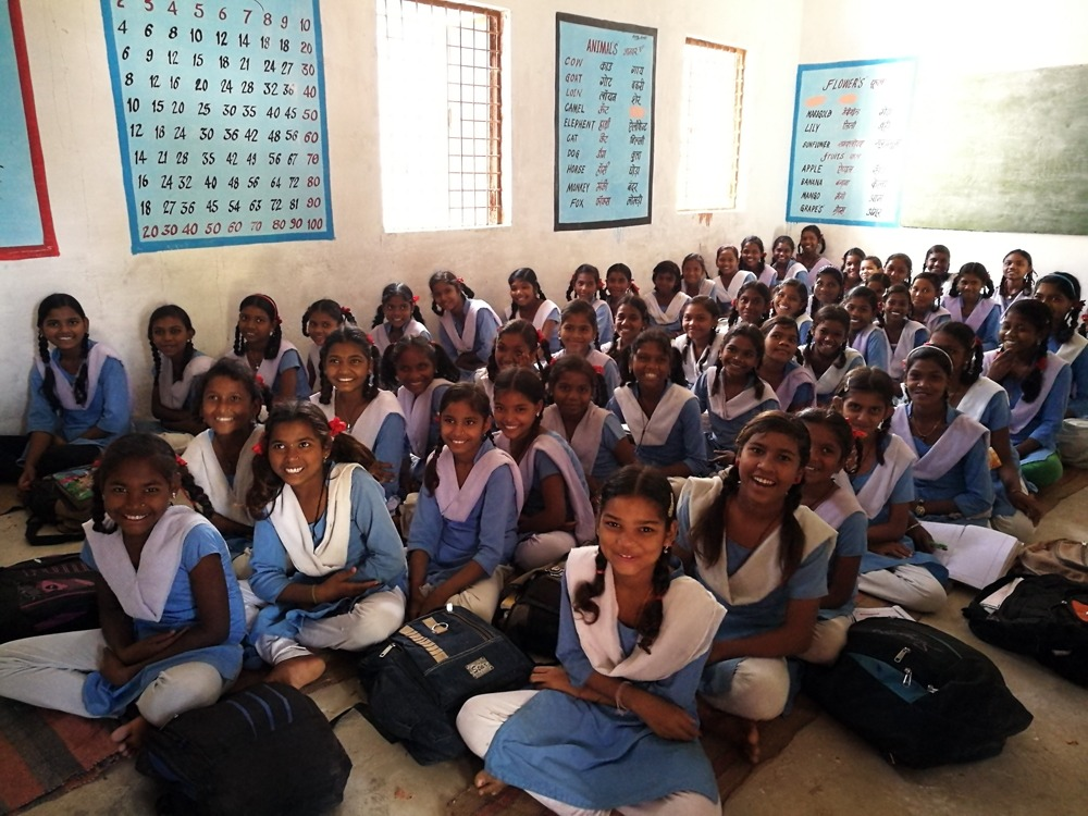 Tyttöjä koulussa Intiassa