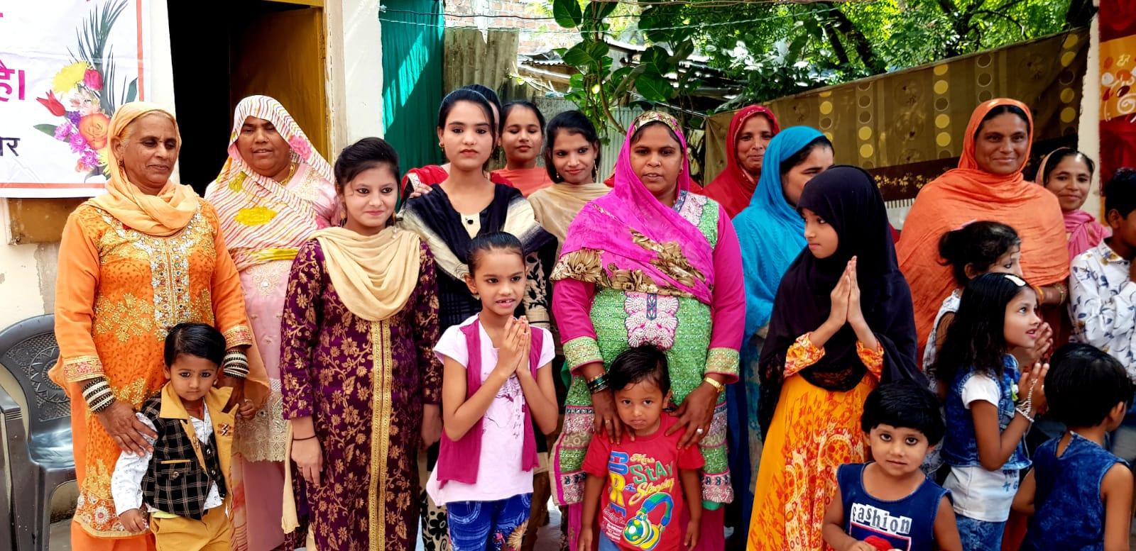 Lastenkomitean jäseniä Indoressa