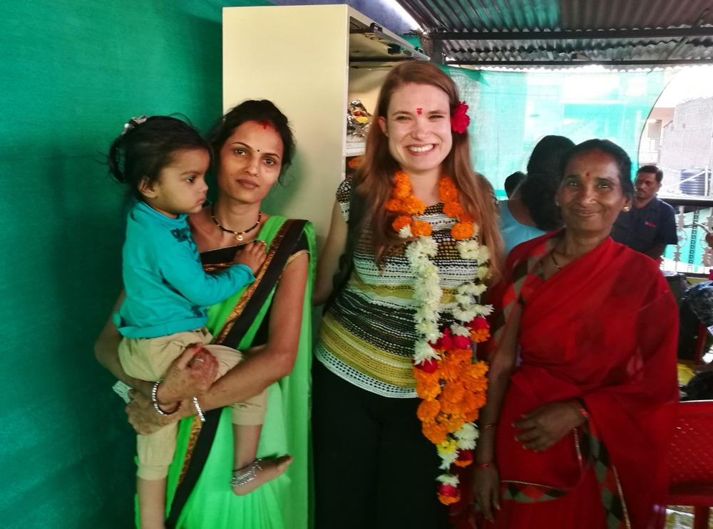vierailemassa naistenryhmässä Indoressa