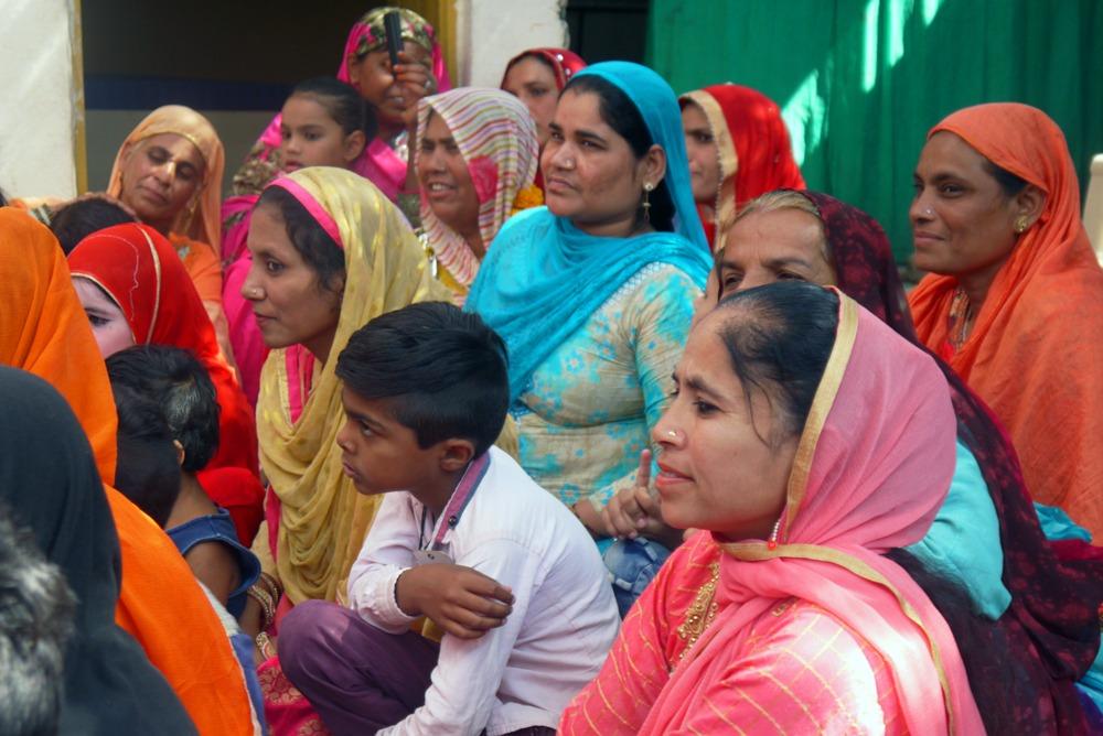 naistenryhmäläisiä Intian Indoressa