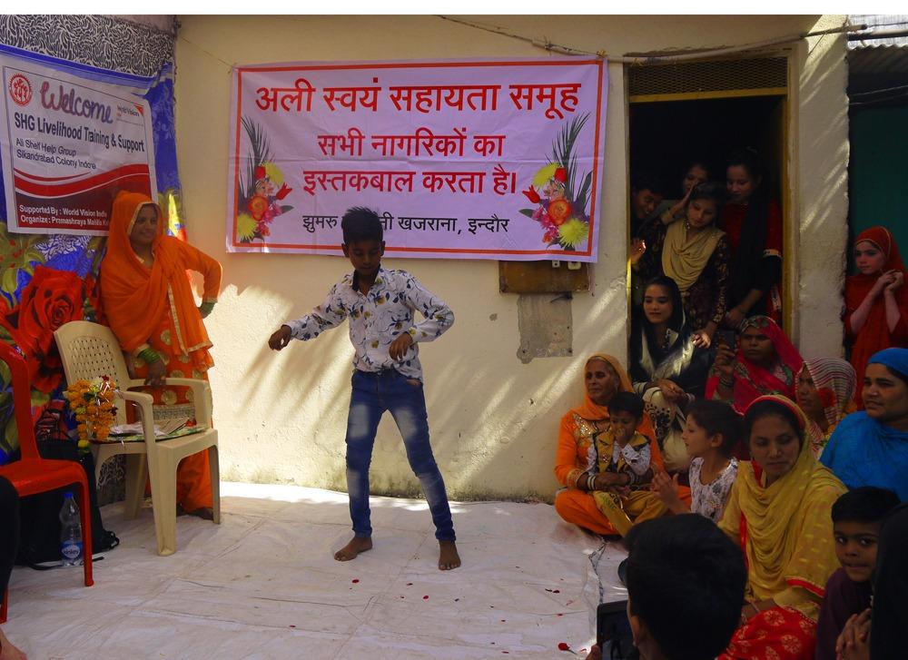tanssiesityksiä tapaamisessa