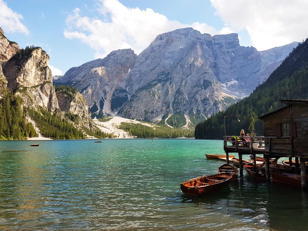Lago di Braiesin maisemia Italian Dolomiiteilla