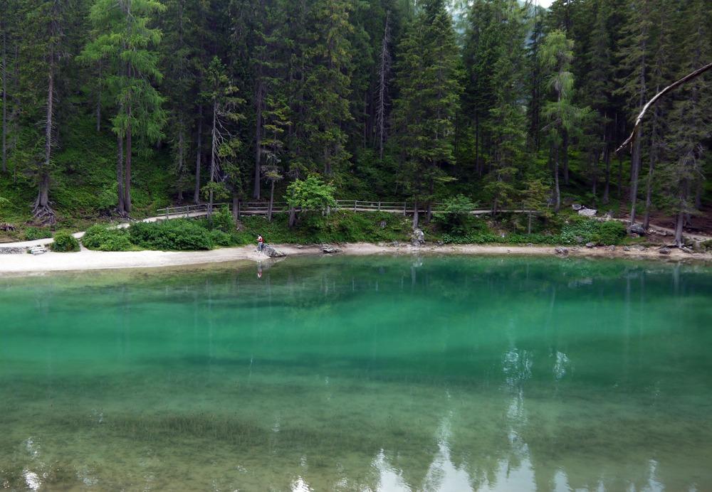 turkoosia vettä Lago di Braiesilla