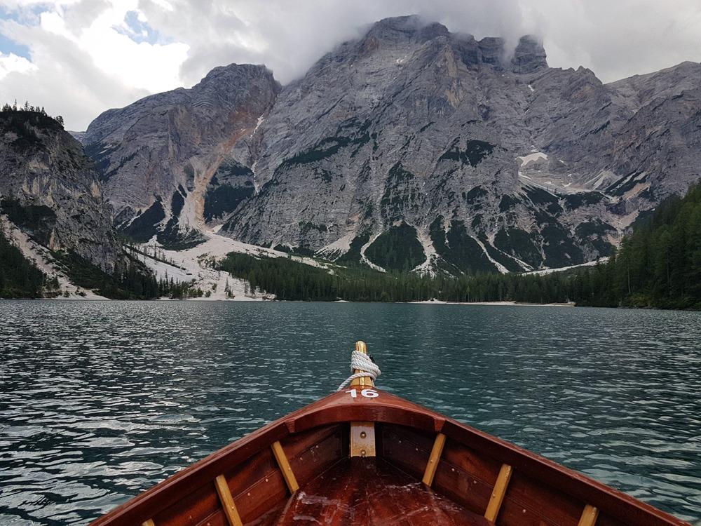 Lago Braiesilla voi veneillä