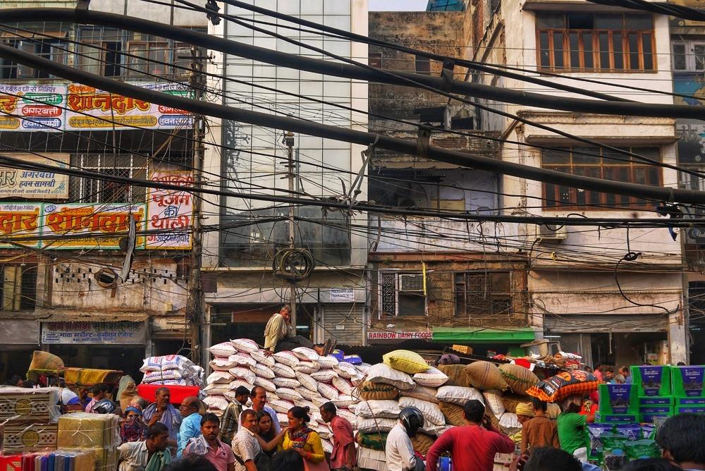 markkinakadu vipinää vanhassa Delhissä