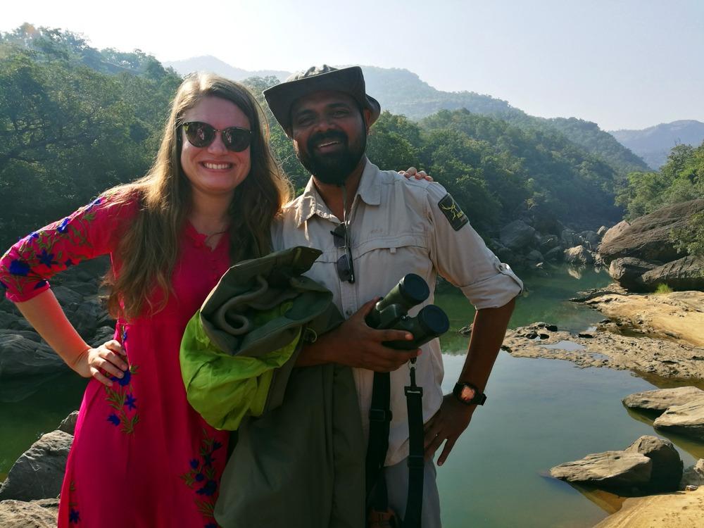 minä ja opas Intian safarin aamiaispaikalla.