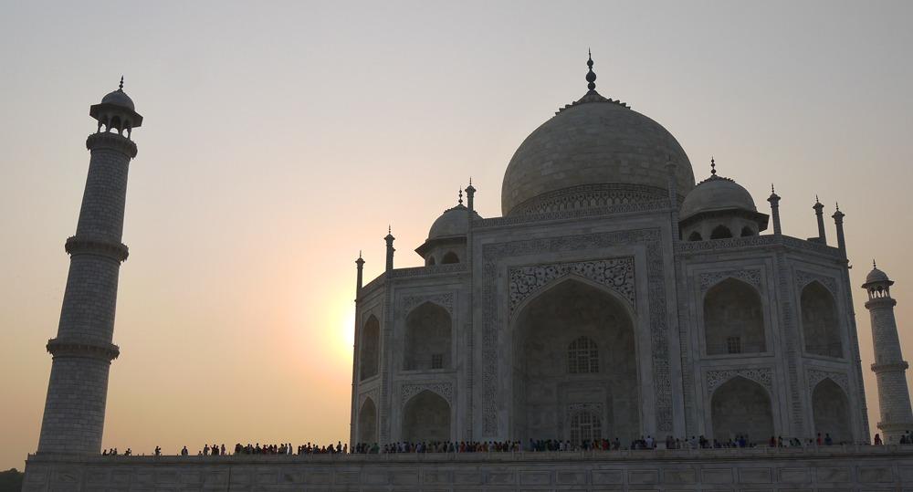 Taj Mahal auringonlaskussa