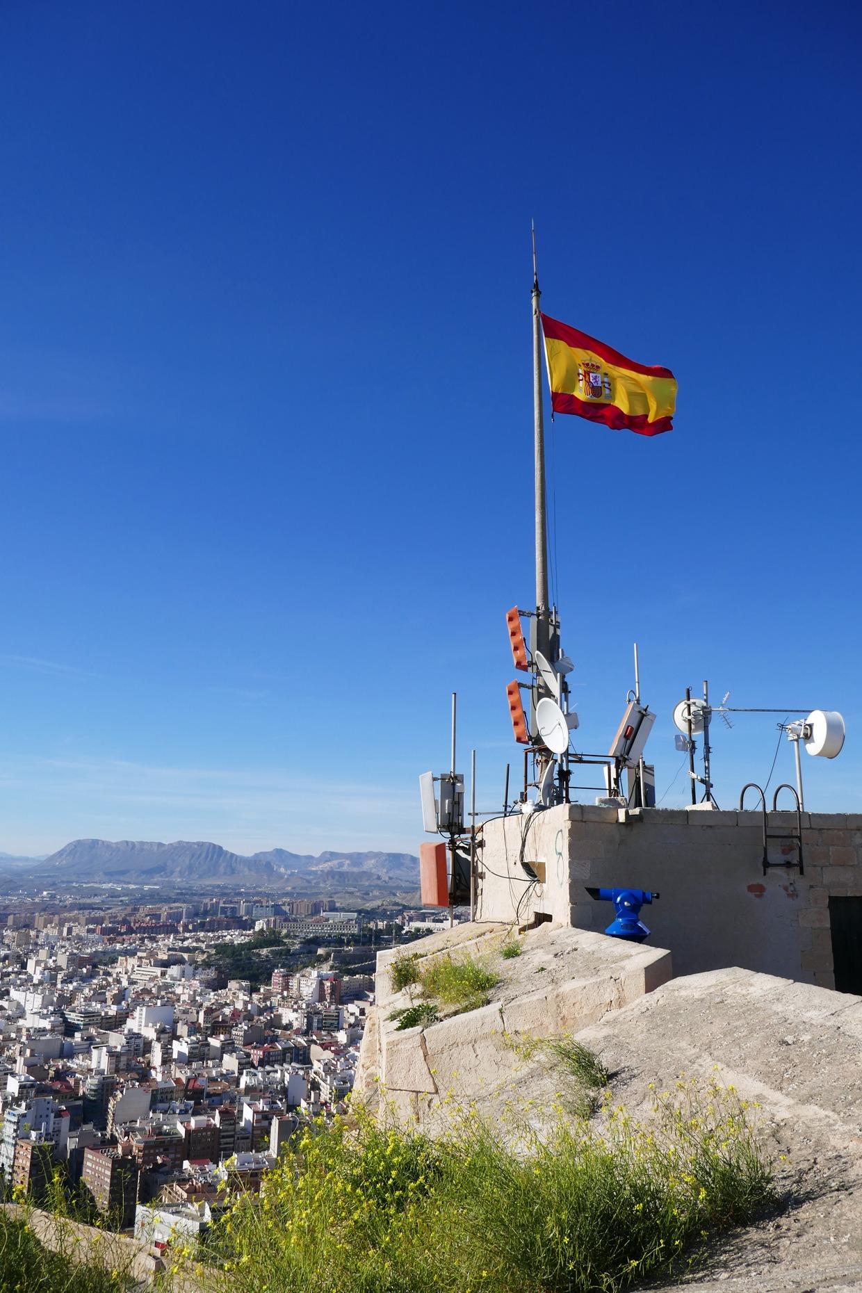 Espanjan lippu Santa Bárbaran linnoituksella
