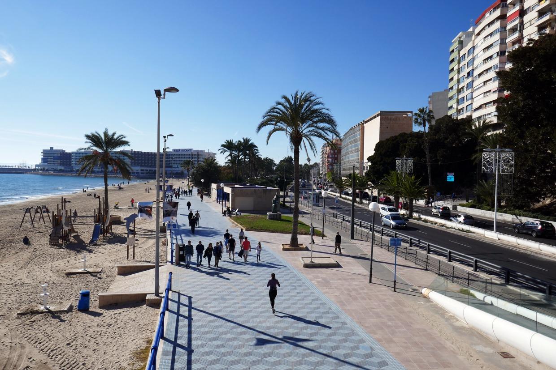 Alicanten rantapromenadi ja Playa del Postiguet