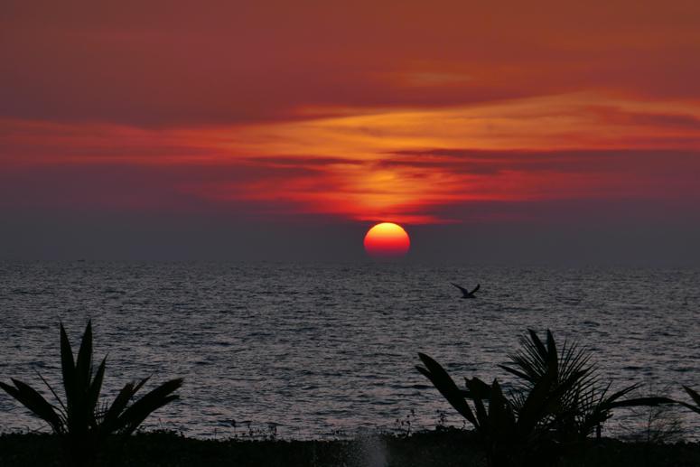 Auringonlasku Kalpitiyassa Sri Lankassa