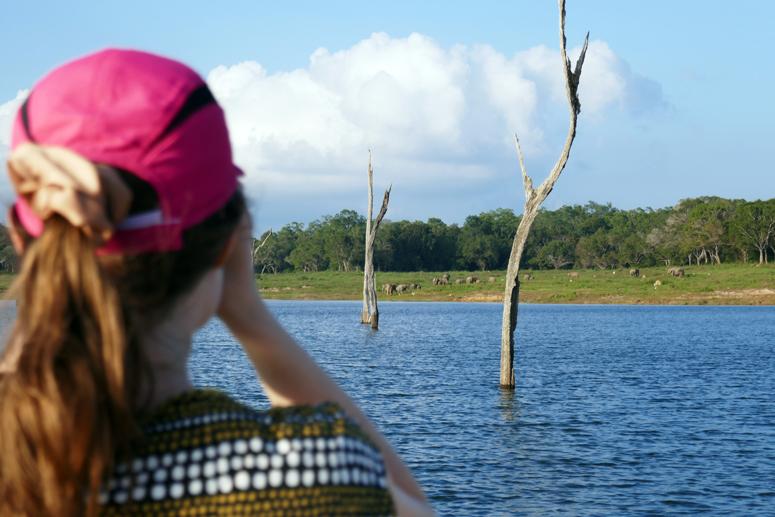 venesafarilla Gal Oyan kansallispuistossa Sri Lankassa