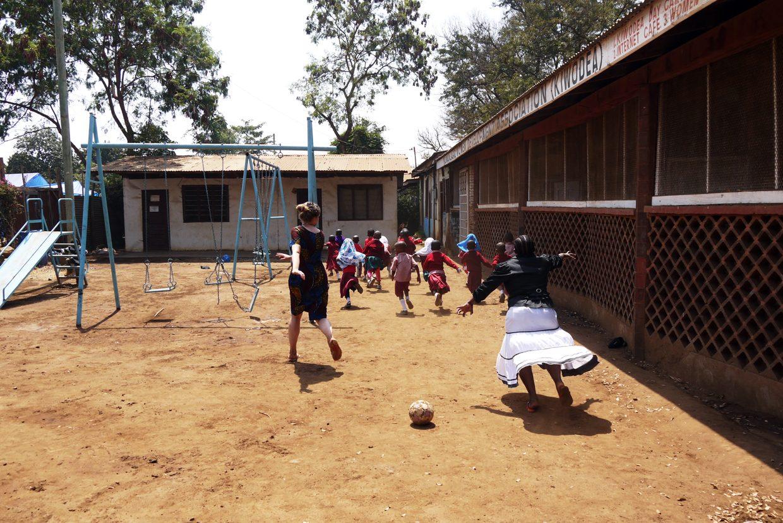 Tansaniassa vapaaehtoistyössä vuonna 2015