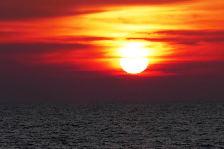 värikäs auringonlasku Kalpitiyassa