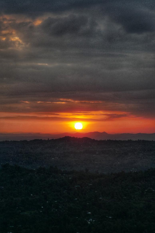 auringonnousu Keniassa