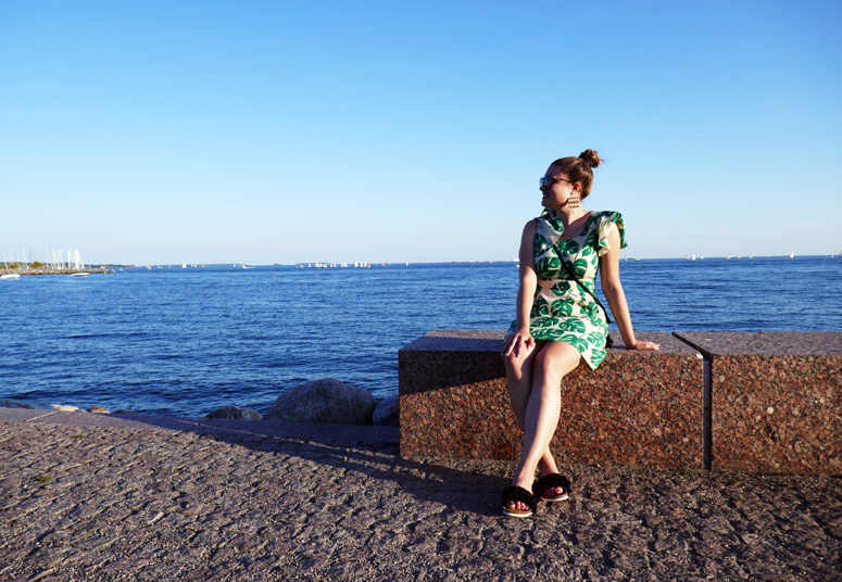 Helsingissä meren rannalla
