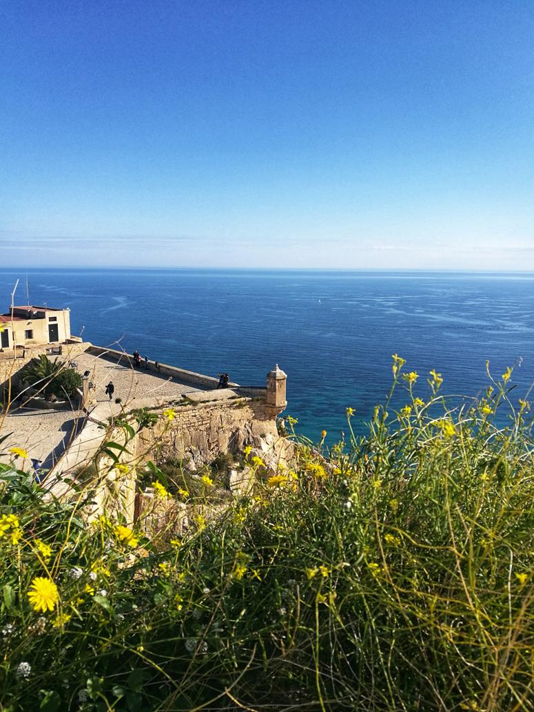 Maisemia Santa Barbaran linnoitukselta Alicantesta