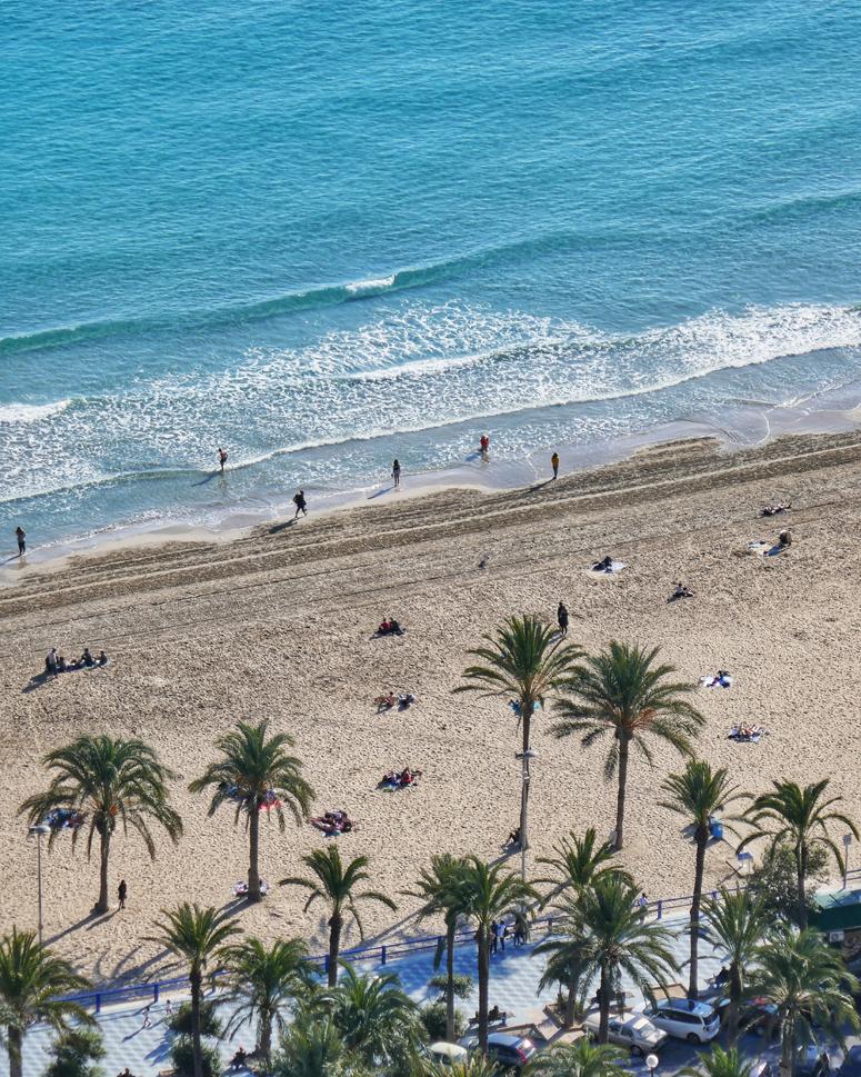 Playa del Postiguetin ranta Alicantessa Costa Blancalla