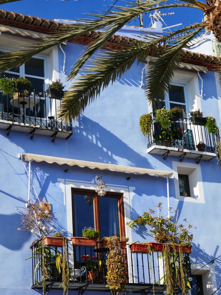 kaunis rakennus Villajoyosassa Costa Blancalla
