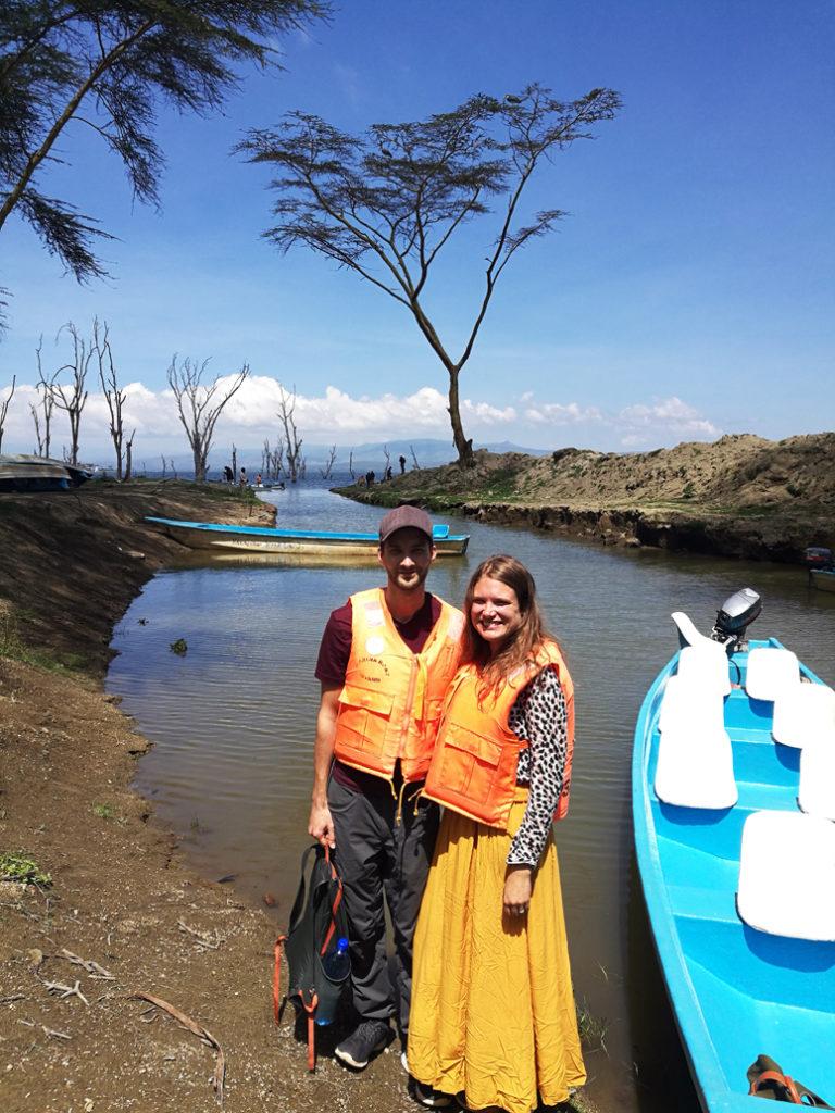 veneretkeläiset valmiina Naivashan järvelle