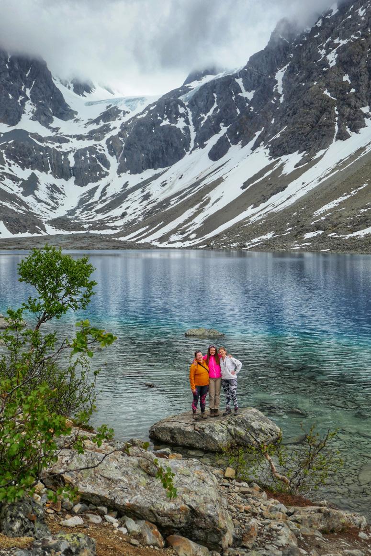Blåvatnetin jäätikköjärvi Lyngenissä Pohjois-Norjassa