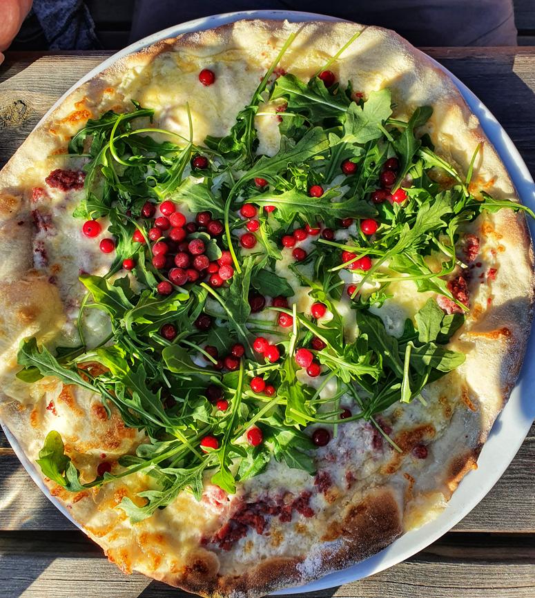 pitsa Kilpisjärven Tundrea-ravintolassa