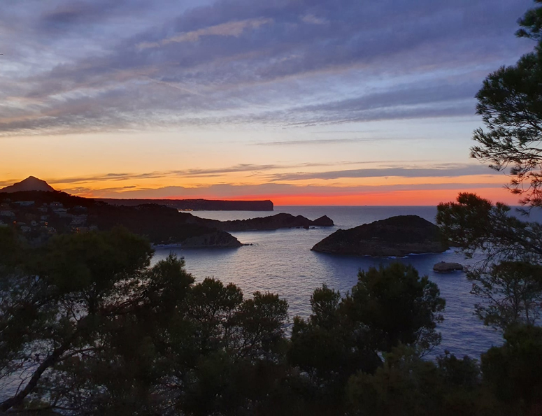 Auringonlaskun aikaan Cap de la Naulla
